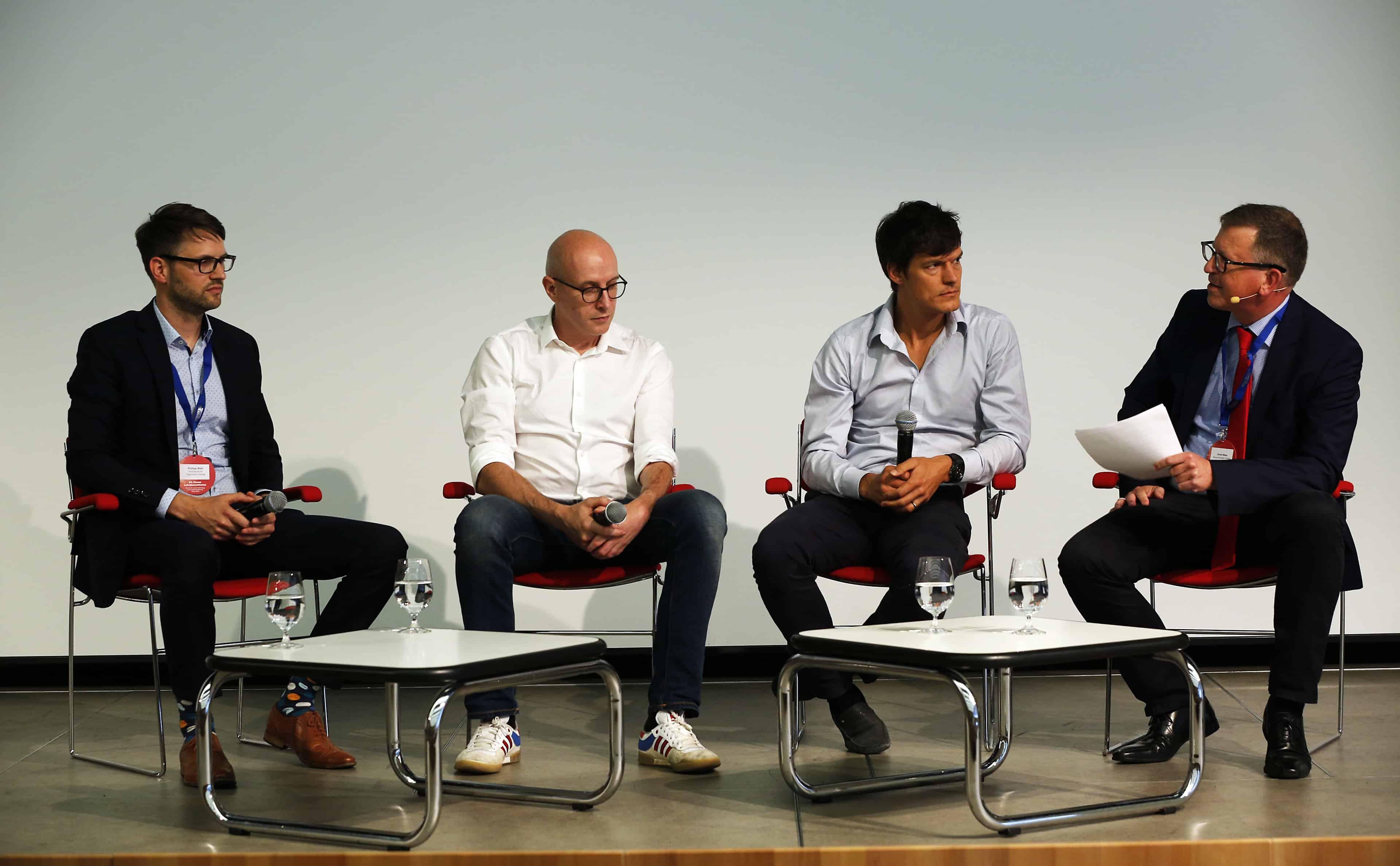 Thema Hyperlokales (v.l.n.r.): Philipp Wahl (WAZ), Daniel Steil (Focus Online), Christian Vollmann (Nebenan.de), und Moderator Armin Maus